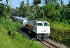 Senja Singosari masuk di stasiun Garum