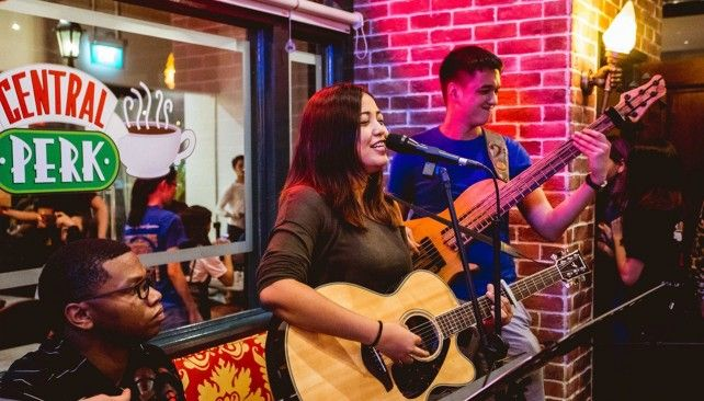 Central Perk: Jam with Friends