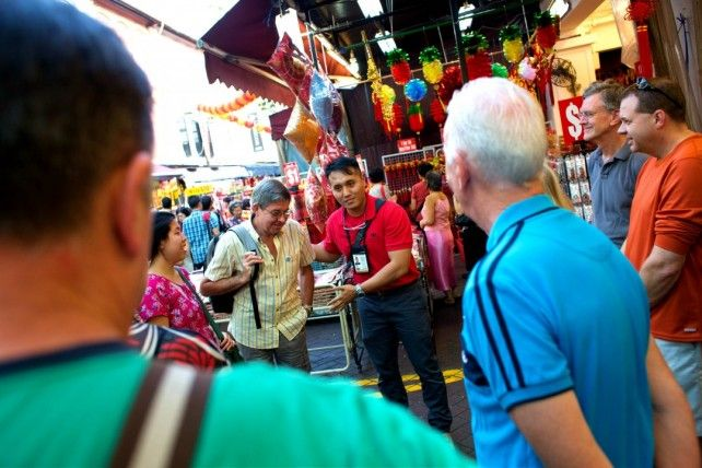 Guided Night Tour to Chinatown and Geylang