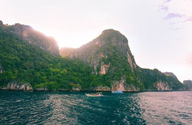 Phi Phi and Khai Islands Tour by Speedboat