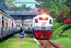 Purwo Jaya masuk Stasiun Bumiayu