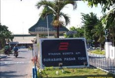 Objek Wisata Stasiun Surabaya Pasar Turi